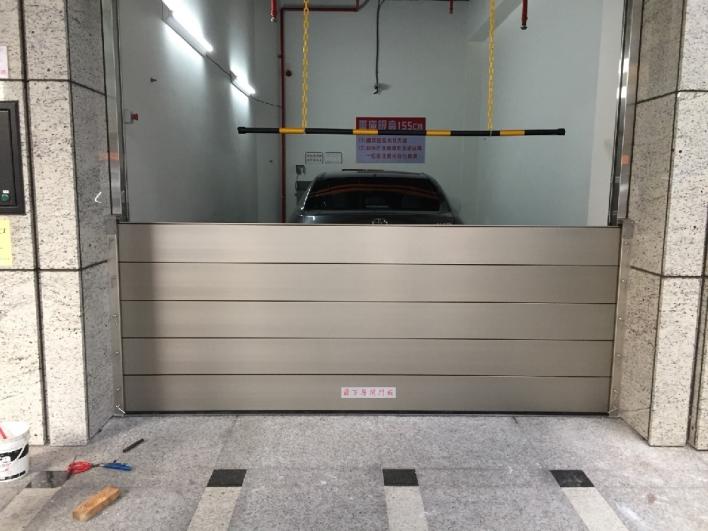 台北南京東路車道出入口擋水閘門施作