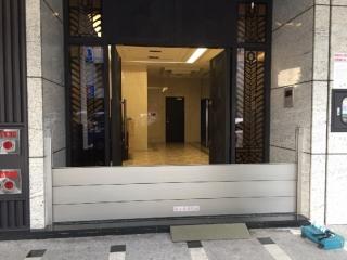 台北基隆路大樓出入口