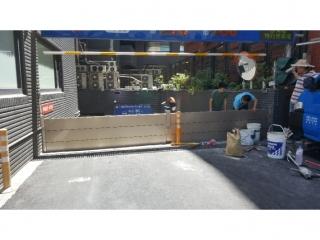 台北士林德行西路家樂福車道出入口擋水閘門