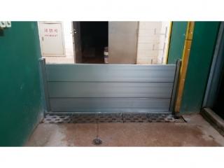 台北天母棒球場材料室防水閘門