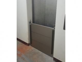 台南長興國小電梯口擋水閘門