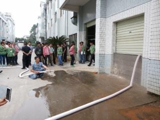 泰山電子廠廠房出入口 防水閘門施作後試水
